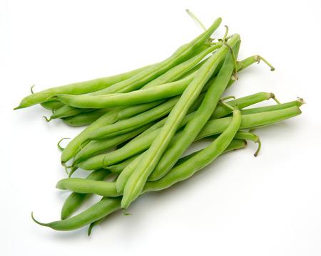 白い背景で腎臓豆