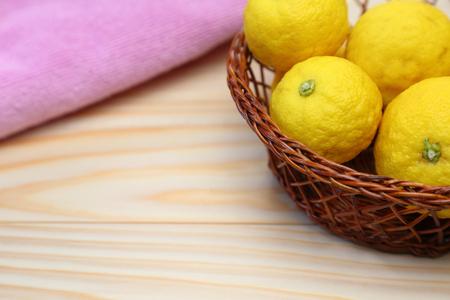 Yuzu in a basket 版權商用圖片