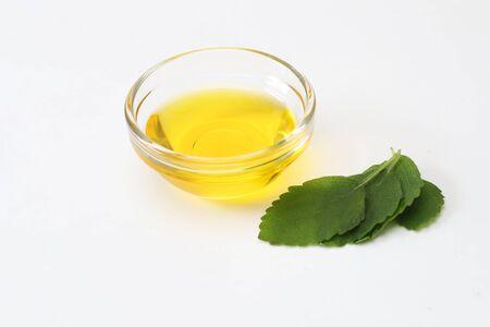 the perilla oil in the glass bowl Foto de archivo - 128888755