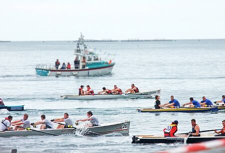 Rowers at the Irish Coastal Rowing Championships Carnlough Co. Antrim Reklamní fotografie