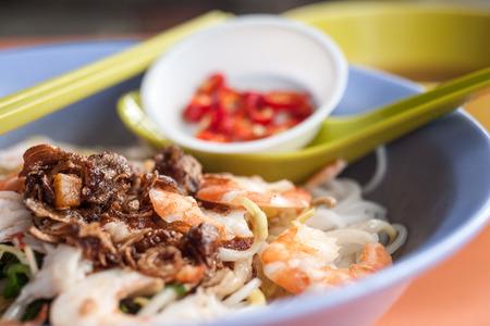 south east asian: Sudeste asi�tico Street Food Spicy secos gambas fideos Foto de archivo