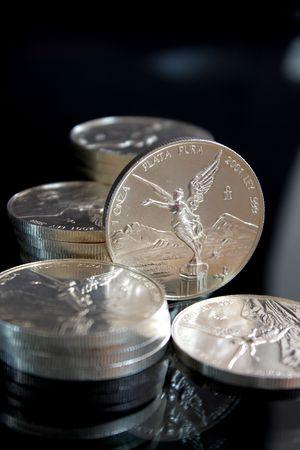 monedas de plata pura de M�xico llamado onza Libertad Foto de archivo - 5534122