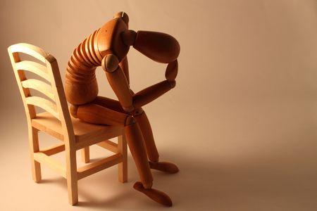 angoisse: Photo d'un mannequin assis avec inqui�tude l'espace de copie