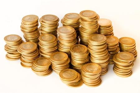 メキシコの 10 ペソ硬貨白い背景の上の黄金のコインの山