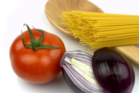 Spaghetti, tomato and red onion photo