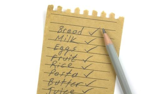 abarrotes: Lista de la compra en un papel natural