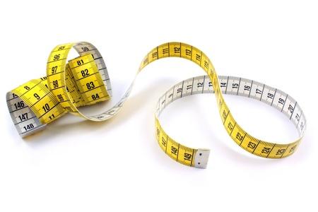 cinta de medir: Cinta métrica en el fondo blanco