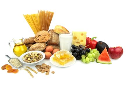 piramide alimenticia: Varios alimentos, aislados en fondo blanco Foto de archivo