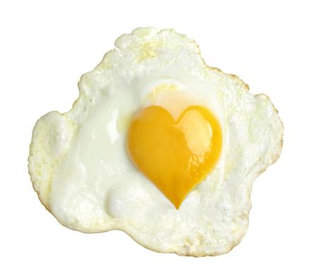 지방: 심장 모양의 노른자와 기름에 튀긴 된 계란 스톡 사진