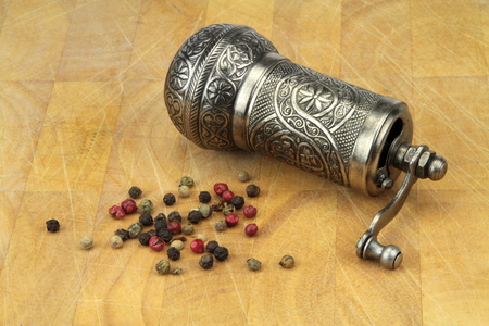 pepper grinder: Pepper grinder and mixed peppers