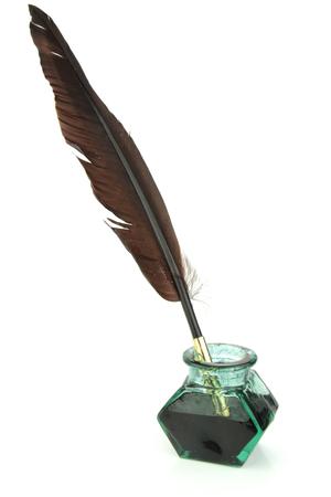 ガラスのインク瓶の羽根ペン 写真素材