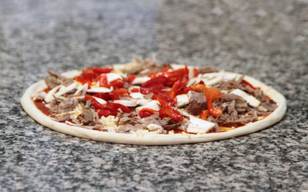 un cook: Pizza ( unbaked ) Stock Photo