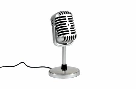 Micrófono retro. (Micrófono dinámico) aislado sobre fondo blanco. Foto de archivo