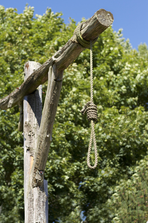 Old western gallows on a sunny day Archivio Fotografico
