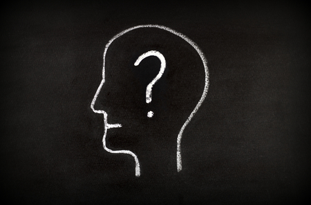 Hand drawing human head shape with chalk  on blackboard and question mark Imagens - 116425371