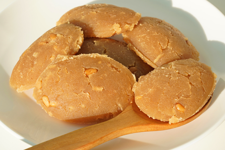 Traditional Turkish dessert flour halva . Un helvasi.