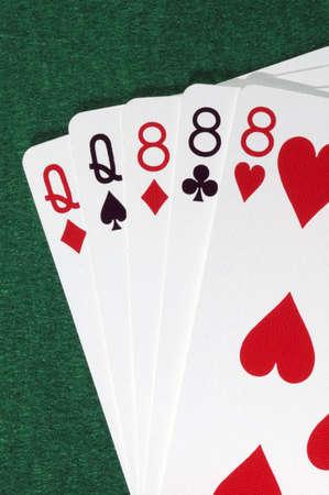 eights: Mano de poker, full, reinas y ochos.