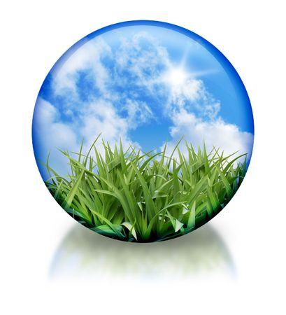 Een natuur cirkel, bol pictogram is groen gras en een helder blauwe hemel in. Er is een reflectie op de bodem. Gebruik dit voor een organische, natuur-pictogram. Stockfoto