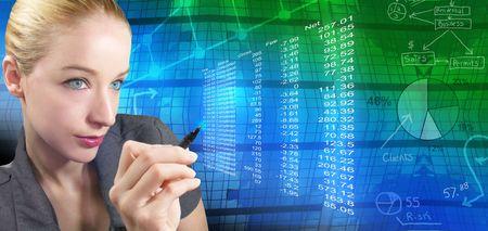 dataflow: Una mujer de negocios est� revisando las cifras financieras, y hay un fondo abstracto con tablas y gr�ficos detr�s de ella. Ella est� celebrando un l�piz. Foto de archivo