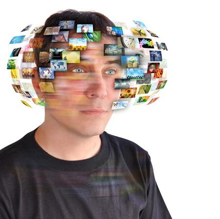 m�dia: Um homem tecnologia tem imagens ao redor de sua cabe Banco de Imagens