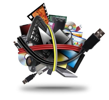 Una palla di diversi dispositivi elettronici multimediali che vanno da un computer portatile a un televisore Un filo cavo usb è avvolto intorno i gadget su uno sfondo bianco