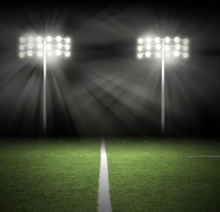 campeonato de futbol: Dos luces de juego del estadio de fútbol están brillando sobre un campo de hierba verde para un concepto de deporte. Foto de archivo