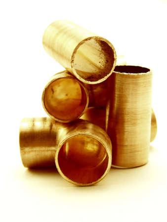 koperen leiding: Afbeelding van de stukken van de koperen pijp, gecentreerd.