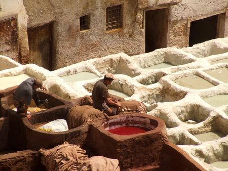 fez: Curtiembre en Fez, Marruecos Foto de archivo