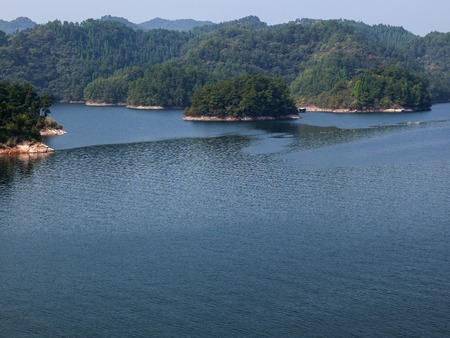 China's Zhejiang Province, Chunan County, Qiandao Lake scenery 版權商用圖片 - 80080913
