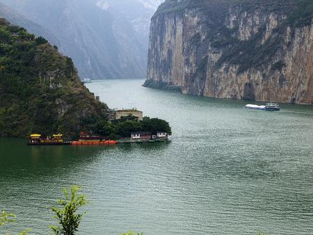 中国揚子江峡 Qutang 渓谷の風景