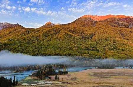 ブルチン県、新疆ウイグル自治区、アルタイ県、かなまじりの風景