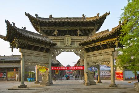 中国ユイツー北門石のアーチ、Jinzhong、山西省。 報道画像