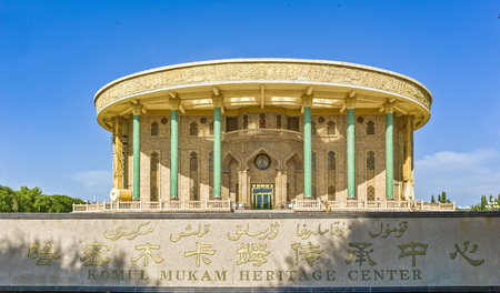 Muqam Center in der Stadt Hami, Xinjiang Standard-Bild - 81679889