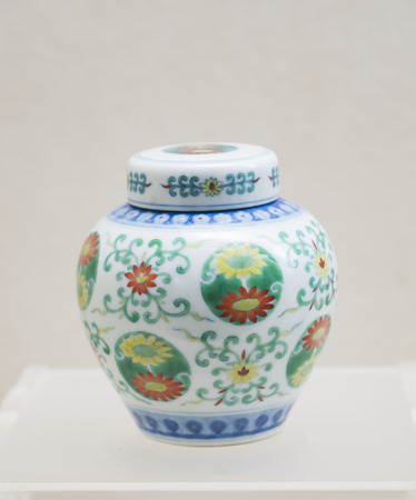Qing Dynasty fighting color group pattern cover cans at Shanxi Museum in Taiyuan City, Shanxi Province, China. Sajtókép