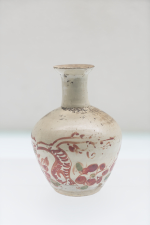 Jin Dynasty white porcelain red and green porcelain bottles at Shanxi Museum, Taiyuan City, Shanxi Province, China. Sajtókép