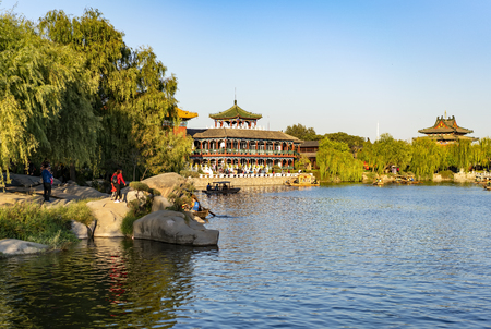 China, Henan Province, Kaifeng City, China Hanyuan Scenic Area and 2018 Kaifeng International Chrysanthemum Exhibition 에디토리얼