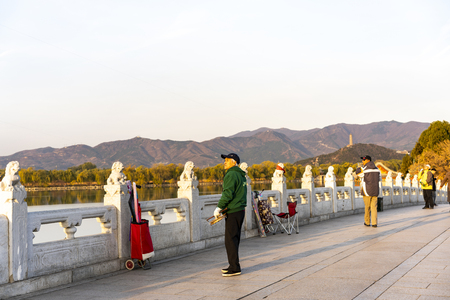 China, Beijing, the Summer Palace scenery, the citizens who fly kites 스톡 콘텐츠 - 113621078