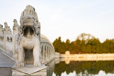 17-hole bridge stone lion at Summer Palace, Beijing, China. 新聞圖片