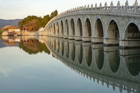 The Summer Palace 17-hole bridge at Beijing, China. 新聞圖片
