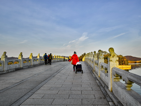 The Summer Palace 17-hole bridge at Beijing, China. 에디토리얼