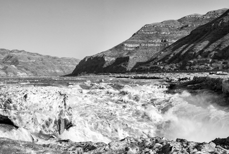 China, Shaanxi Province, Yichuan County, Hukou Waterfall in winter Imagens