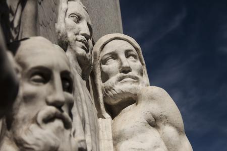 friso: friso tallado con figuras humanas Foto de archivo