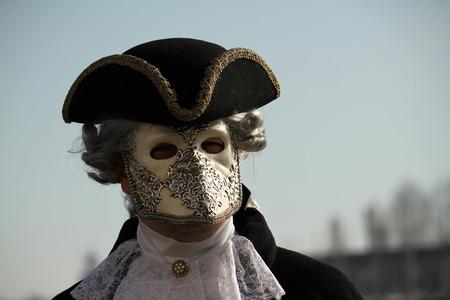 Kostüme und Maske in Karneval in Venedig. Täuschung, Geheimnis, Spaß und Geheimnis hinter den Masken von Venedig. Jedes Jahr Ende Februar wählen Hunderte von Menschen das Geheimnis hinter den Masken.