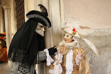 Kostüme und Maske in Venedig Karneval. Deceit, Geheimnis, Spaß und Geheimnis hinter den Masken von Venedig. Jedes Jahr Ende Februar Hunderte von Menschen wählen, das Geheimnis hinter den Masken.