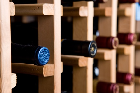 Bouteilles de vin dans la cave Banque d'images - 11664882