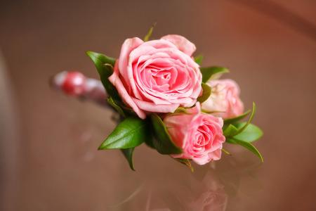 Rosa Rose Boutonniere für Bräutigam, Hochzeit Dekor, closeup