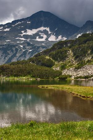 Amazing view of Muratovo Lake and reflection of Banski Suhodol Peak, Pirin Mountain, Bulgaria Stock Photo