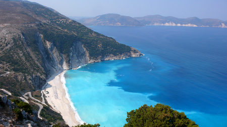 cefallonia: KEFALONIA, GREECE - SEPTEMBER 8, 2012: Landscape of Myrtos beach, Kefalonia, Ionian islands, Greece Editorial