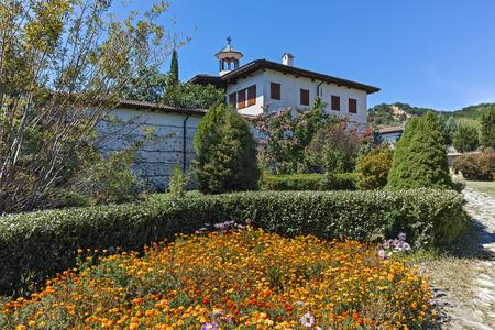 불가리아 Blagoevgrad 지역, 하나님의 어머니 탄생의 Rozhen 수도원의 외부보기 스톡 콘텐츠