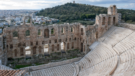 Panoramic view of Odeon of Herodes Atticus in the Acropolis of Athens, Attica, Greece 免版税图像